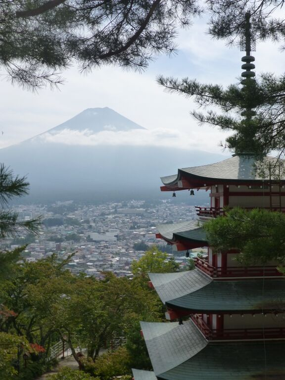 Picture of the Cheedi Pagoda roof showing the Mount Fuji in the background