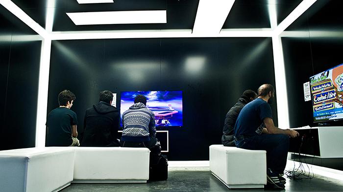 ouvrir une salle de jeux video pour etudiant design de maison design de maison. Black Bedroom Furniture Sets. Home Design Ideas